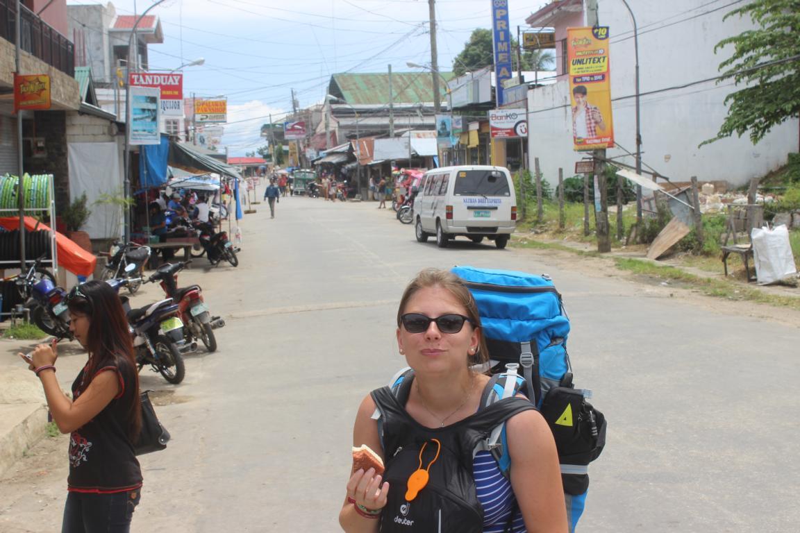 Eben mal an der Ecke was probieren was lecker aussieht. (Philippinen, Bohol)