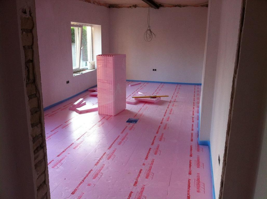 Isolierung auf welche die Fußbodenheizung aufgebaut wird