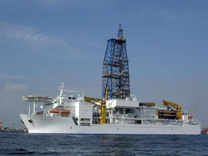 barco de perforacion protegido de los rayos