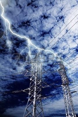 os rayos impactan en cables de guarda