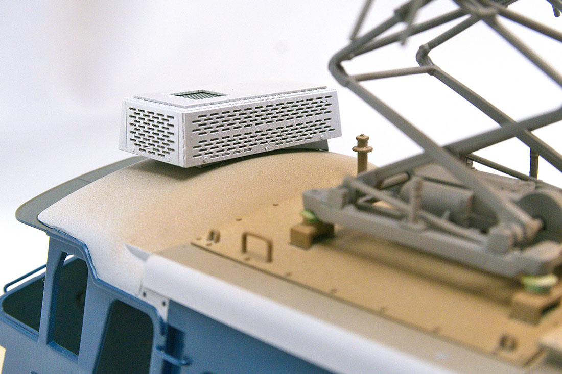 OJ EF66 クーラー 通風孔も実物通り穴を開けました