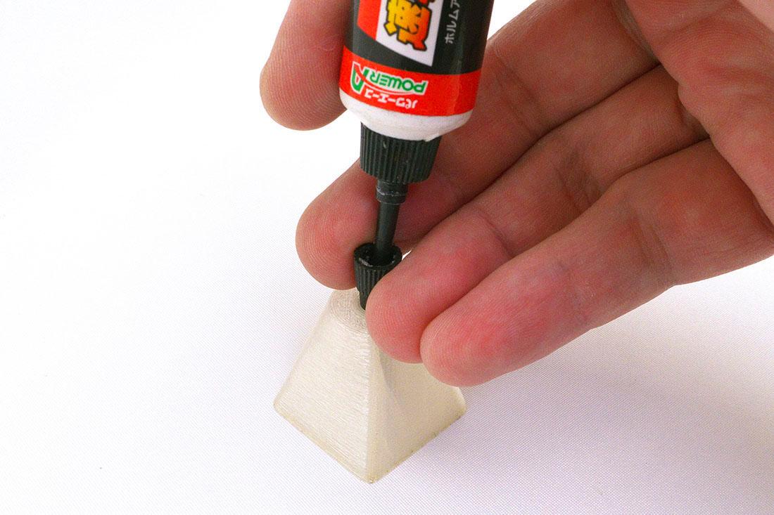 片手でキャップの開け閉めが出来ます