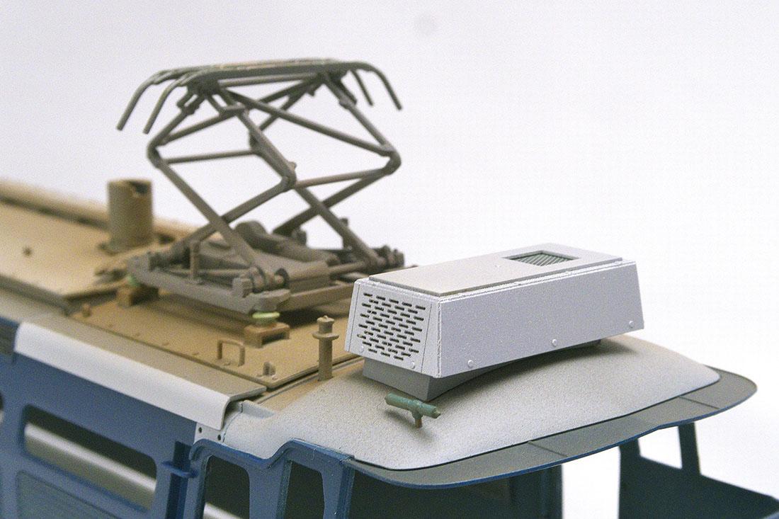 OJ EF66 クーラー 台座部分は紙の積層構造、複雑な屋根にピッタリ取り付けられます