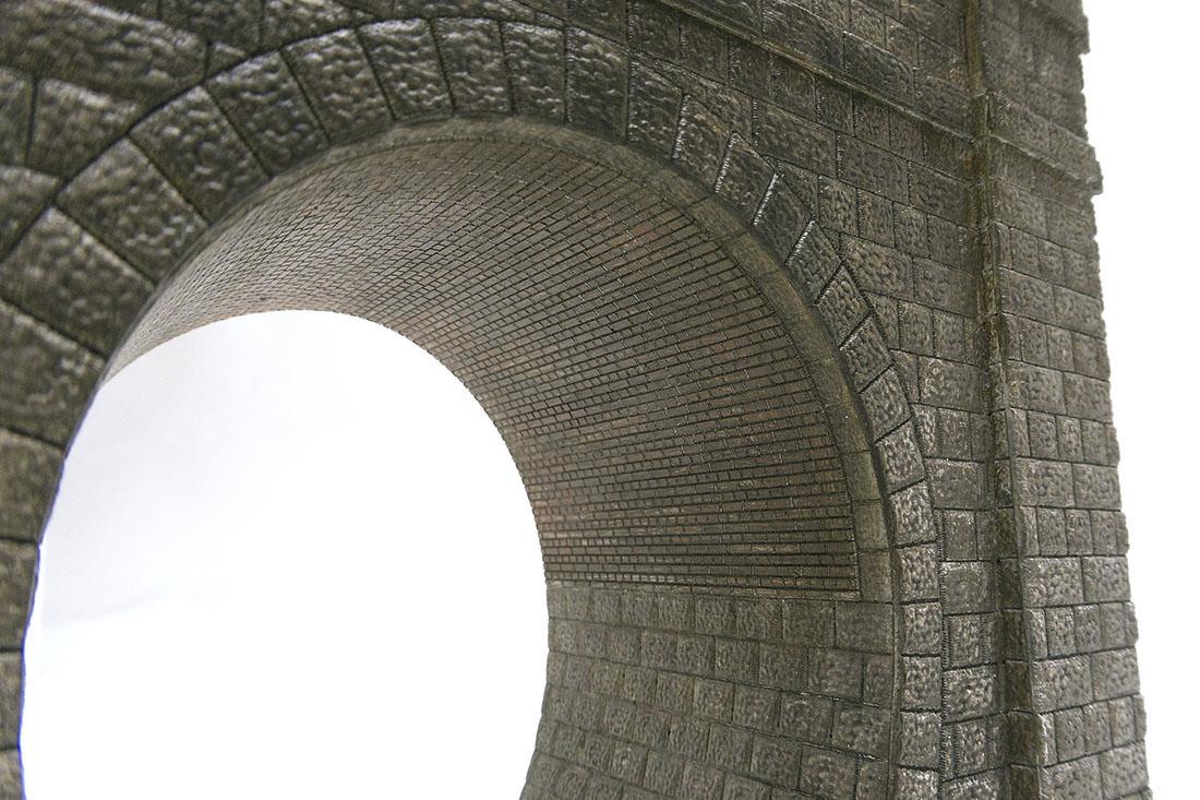 内壁はレンガと石積みの組み合わせです。ディテールに拘って制作しました。