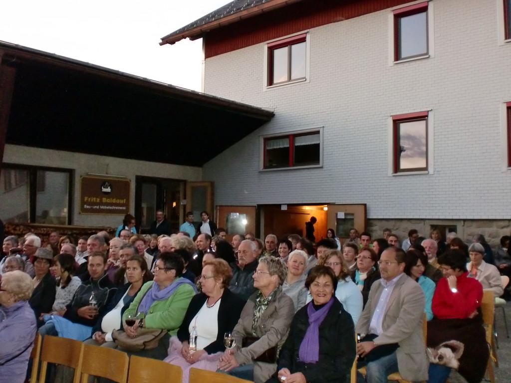 das publikum zahlreich ... und in neugieriger erwartung