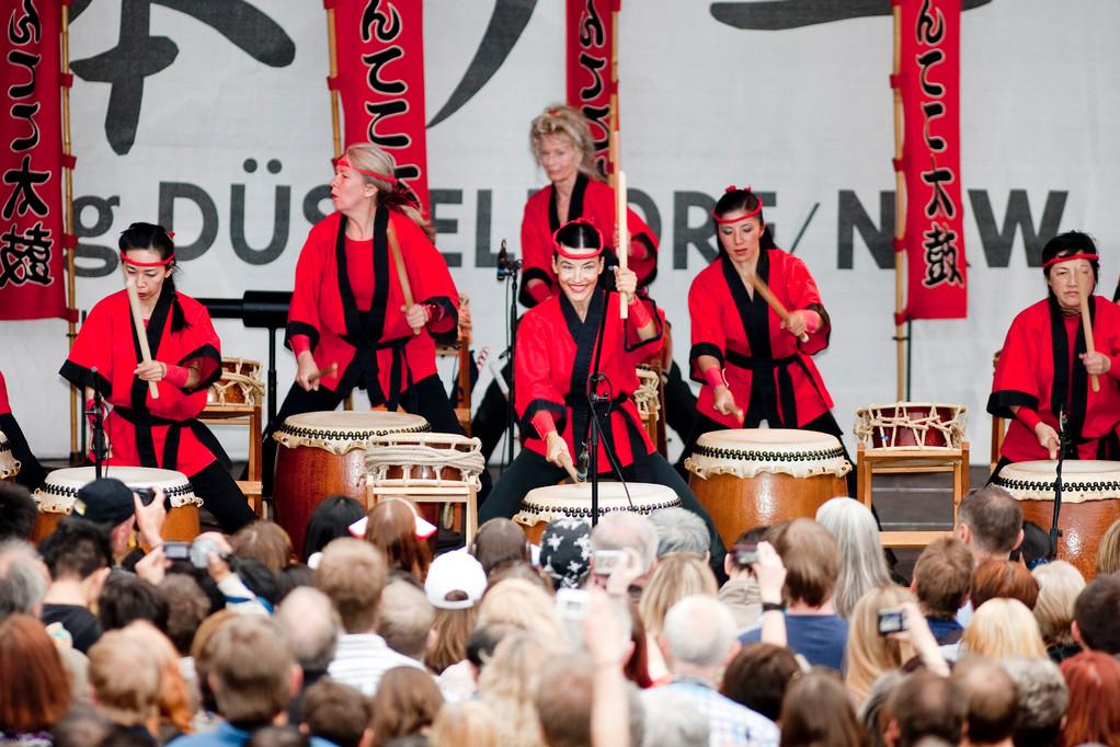 Japanische Trommelkunst vor Publikum © Düsseldorf Marketing & Tourismus GmbH