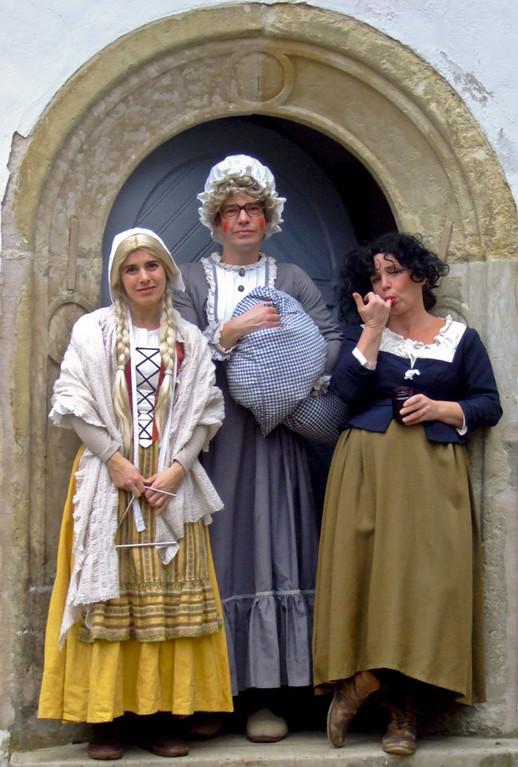 Märchenhafter Weihnachtsmarkt im Jagdschloss Grunewald - Figuren aus Frau Holle