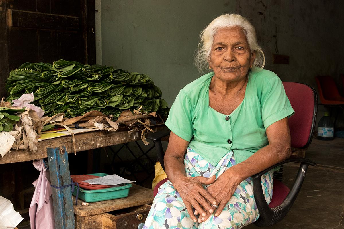Marktfrau in Tissamaharama