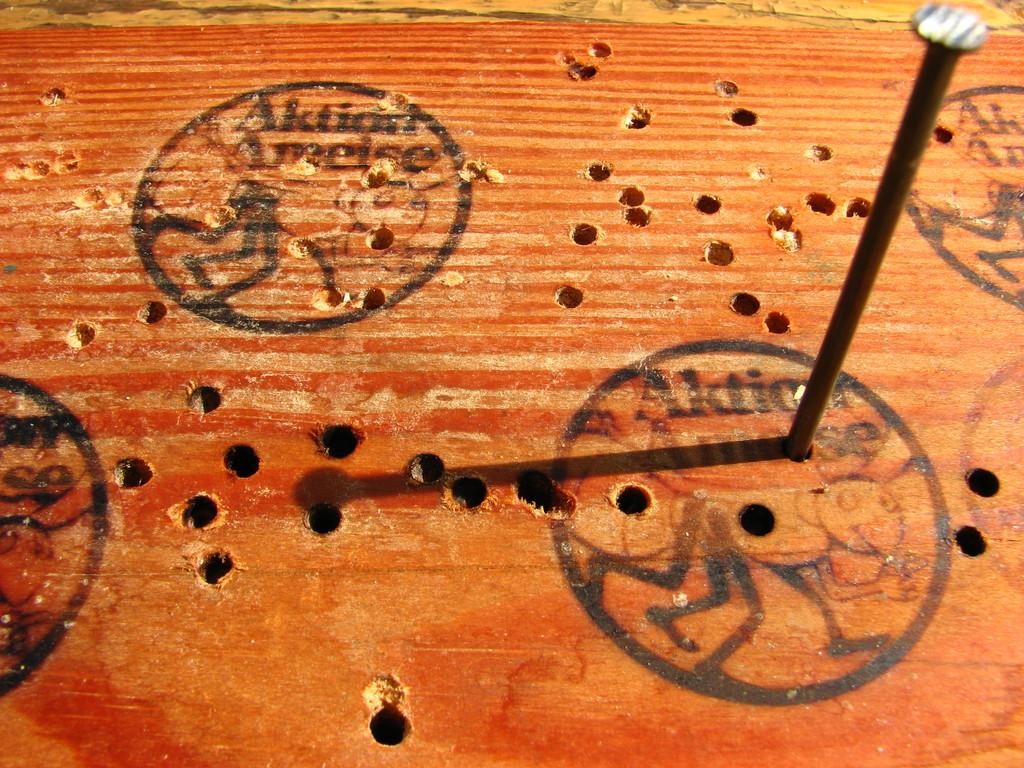 Ameisenlogo als Sonnenuhr