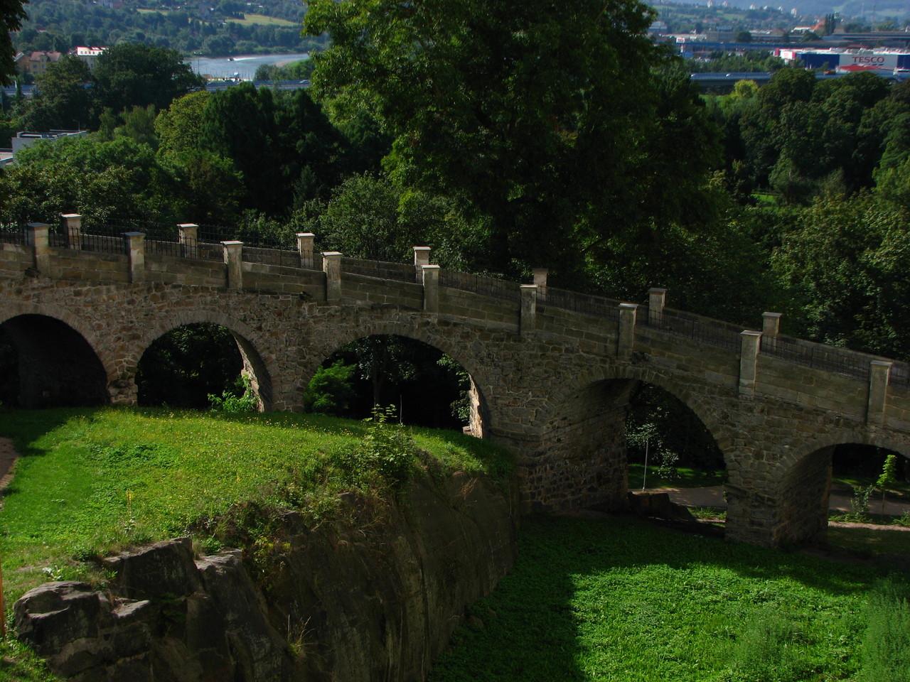 Brücke zum Pferdestall