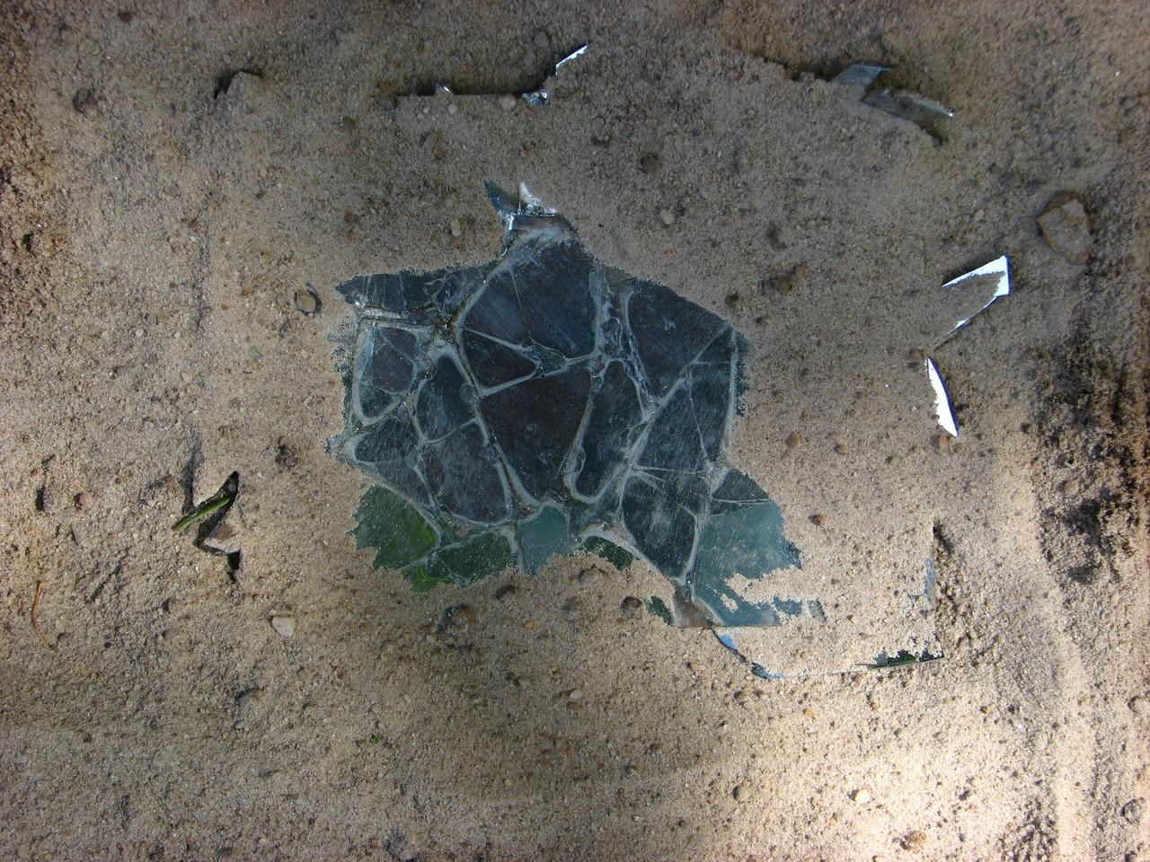 Seltsame Spiegelung im Sand