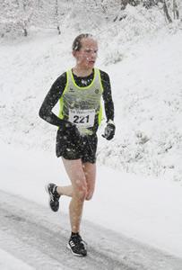 Frederik Schäfer auf dem Weg zur Baden-Württembergischen Berglaufmeisterschaft U23 im Mai(!) 2019 - Photo von Winfried Stinn