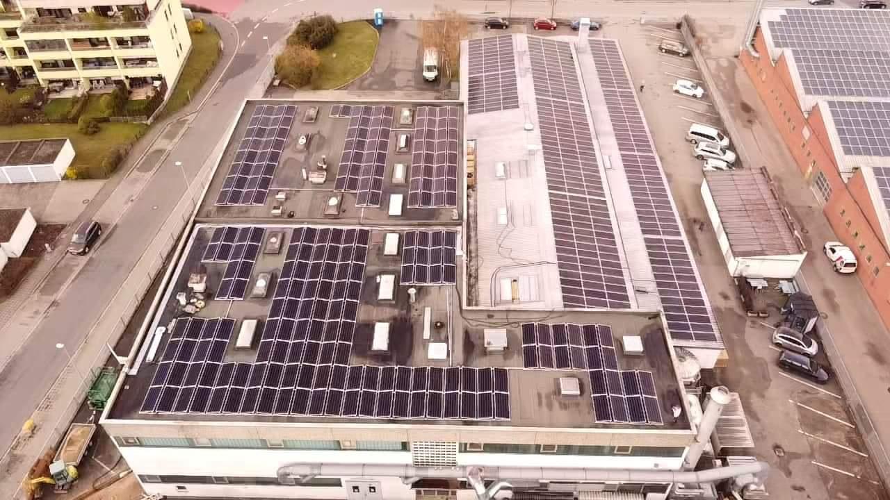 Photovoltaik für Industrie - Referenzanlage Strubl Kunststoffverpackungen Wendelstein