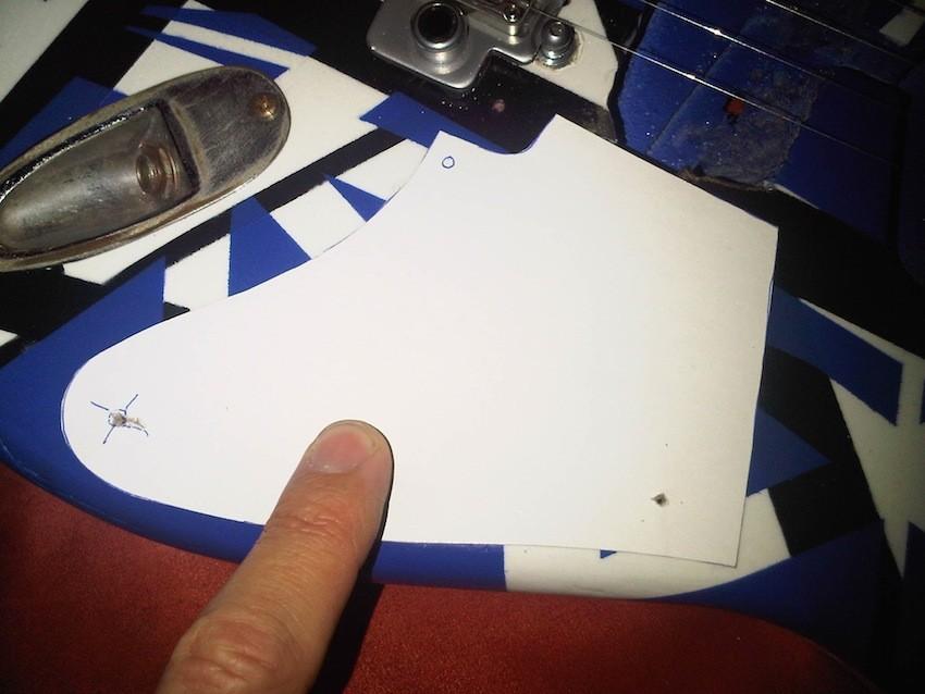 Und nun zum Schlagbrett, her wie bei Eddie nur eine Elektrofach-Abdeckung. Ein Papp-Template,...