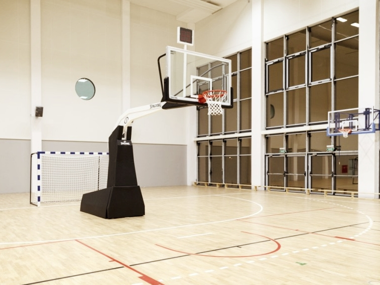 Sport- und Erholungszentrum Jelcz Laskowice 2015 Polen - Spalding Basketballsystems, Wandkörbe, Handballtore