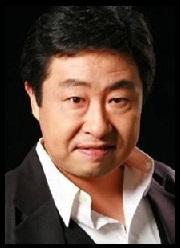 Lee Dae-Yeon (Rôle : Professeur Kim)