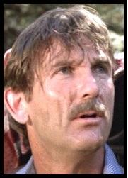 Burke Byrnes (Rôle : Le père de famile qui fait de la randonée)