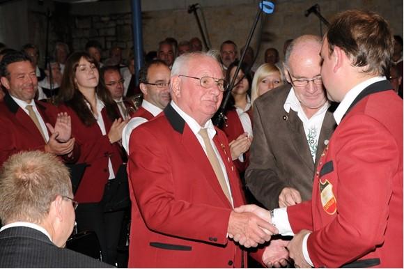 2011 - Herbert Thein wird für 60 Jahre aktives Musizieren ausgezeichnet