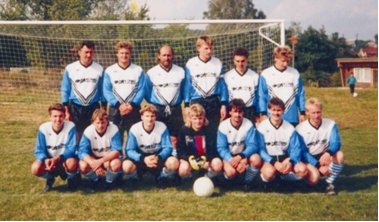 "Gründungsmannschaft ""Blau Weiß 90 Steinsdorf"""