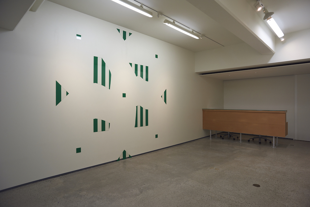 Daniel Buren, BROKEN GLASS #44 (green), 1982, acrylic paint on glass, size changes according to the height of the wall
