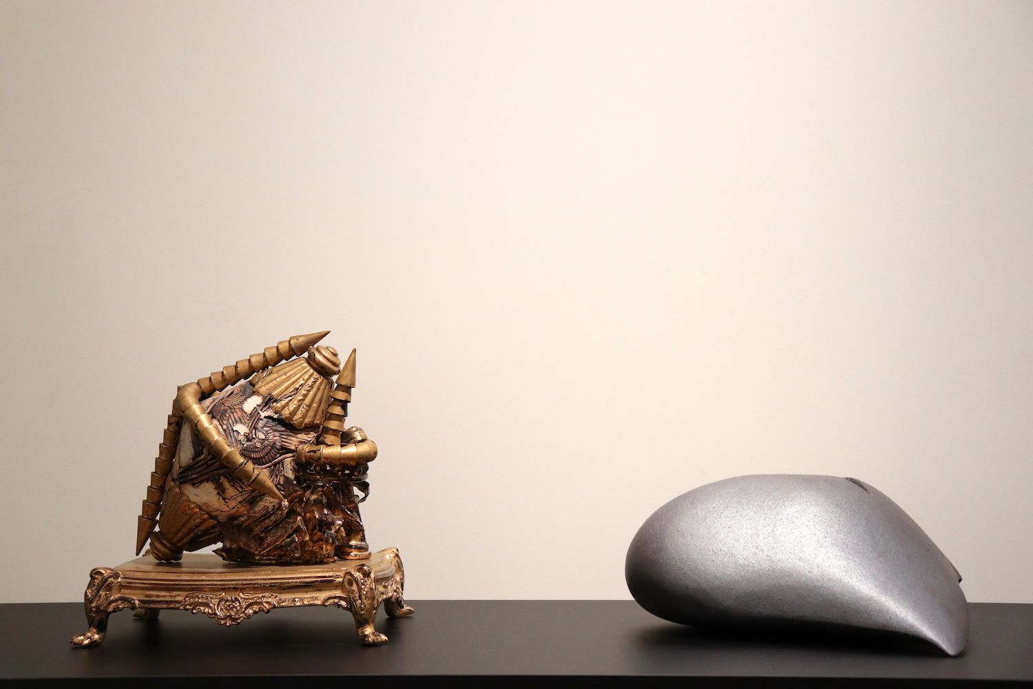 left: Kohei Nakamura, Resurrection, 1991, earthenware and metal, 31.5 x 28 x 31 cm (work), 42.5 x 31 x 9.8 cm (pedestal) / right: Kazuo Takiguchi, Untitled, 1991, ceramic, 47 x 39 x 22 cm