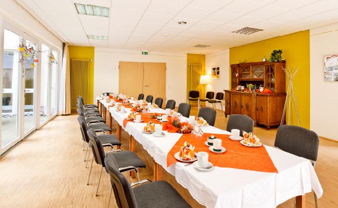 Der Speisesaal: Mittelpunkt zu den Mahlzeiten