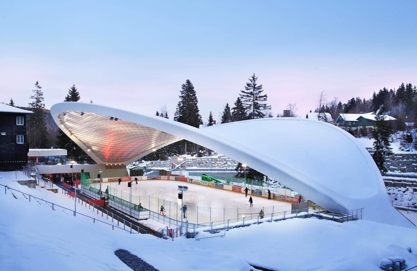 Schierker Feuerstein Arena erstrahlt bunt beleuchtet