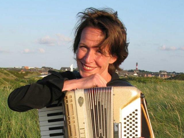 # 38 Spiel mir ein Lied zum Tod - Interview mit Isabel Neuenfeldt