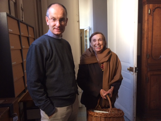 Paroissienne avec le Curé de St Pierre St Jacques (92)