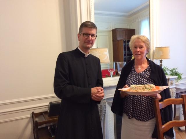 Paroissienne et prêtre invité Neuilly (92)