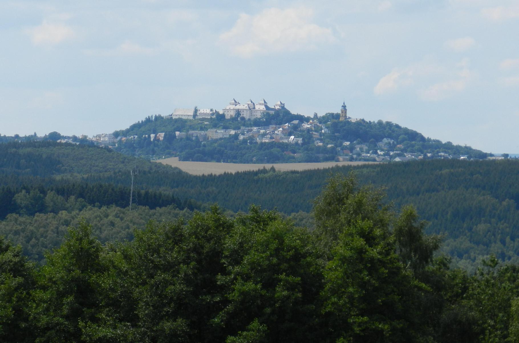 Blick zur nahegelegenen Augustusburg
