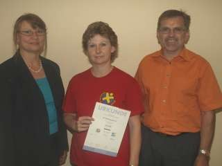Zum 3. Mal erhielt der SVB die Urkunde v.l. Ursula Steinau (Turngau), Susanne Seelig (Übungsleiterin), Bernd Leipold (Vorsitzender)