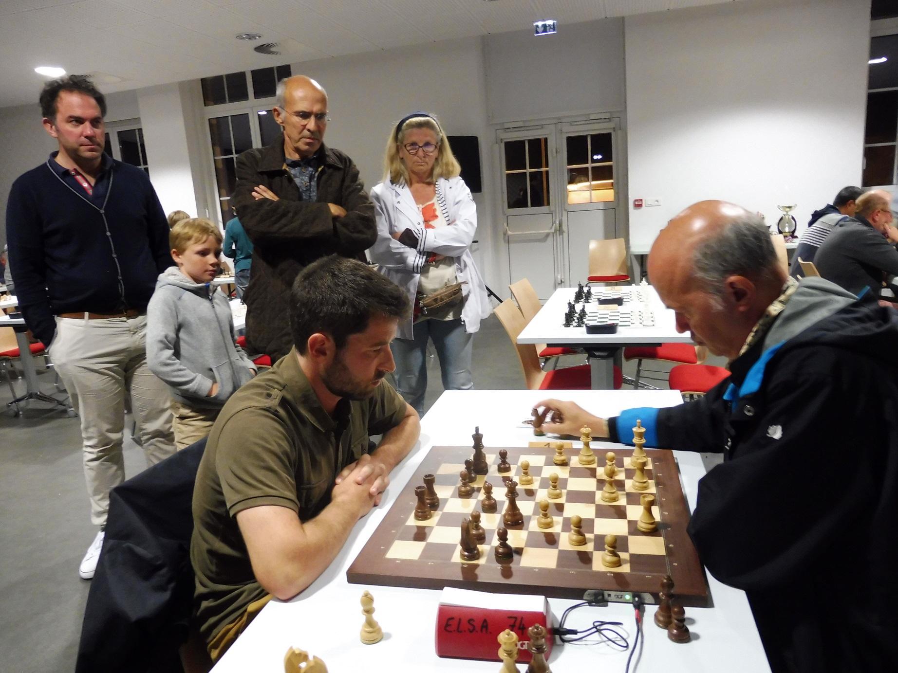 Au centre, Pierre Le Borgne, vainqueur du tournoi.