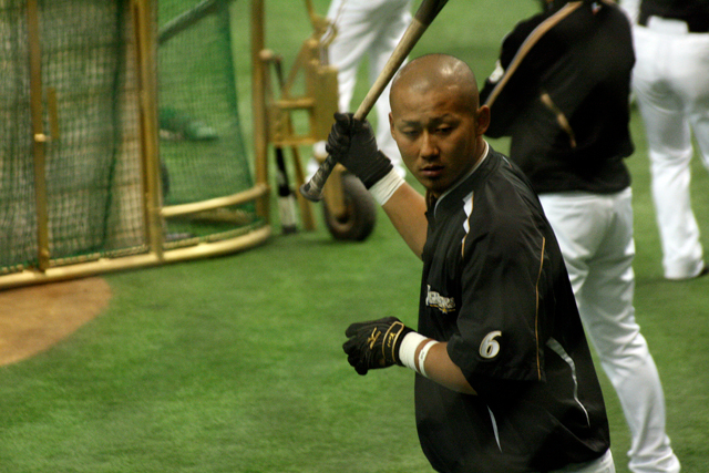 打撃練習中の中田翔選手