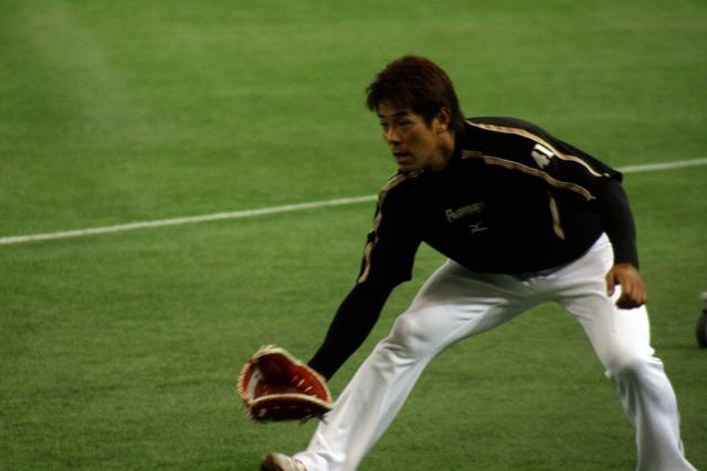 守備練習中の稲葉選手