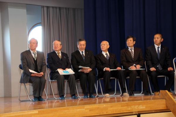 市長をはじめ市議会議長、教育長などの来賓も参加