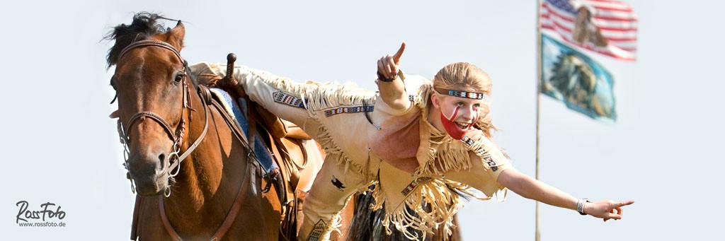 Fete Tatanke Ranch des bisons, RossFoto Dana Krimmling Pferdefotografie, fotografie, wanderreiten, westernreiten, stuntreiter, Stunts, kavalleriereiten, jagdreiten