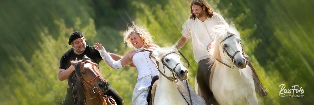 RossFoto Dana Krimmling Hochzeit zu Pferd Hoch zu Ross, pferdefotografie, fotografie, hochzeitsfotografie, heiraten mit pferd, wanderreiten freizeitreiten, jagdreiten, westernreiten