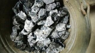 消し炭の利用方法は限りなく多い。