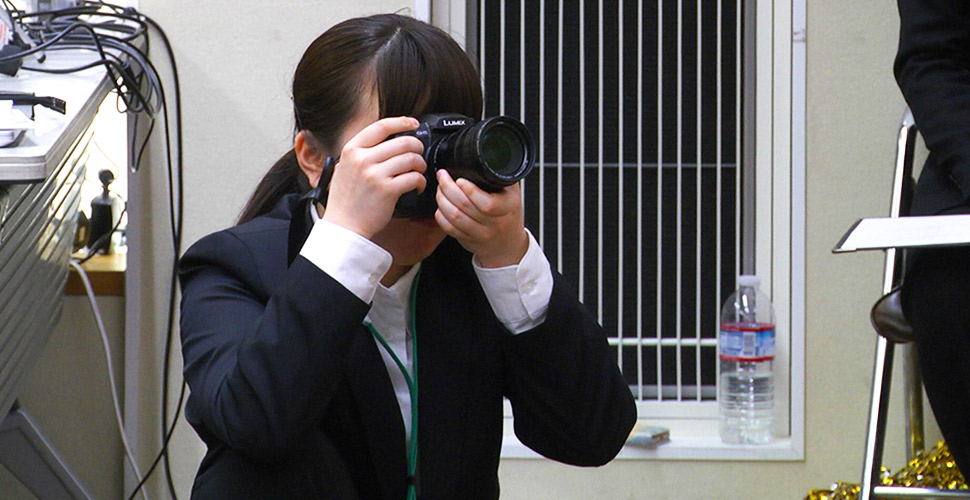 写真撮影も大学生インターンが担当!