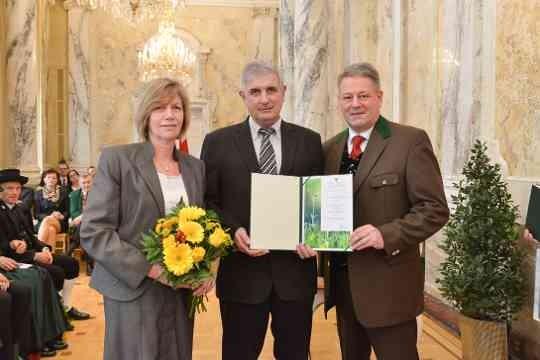 Verleihung des ÖKR durch BM Andrä Rupprechter für Ing. Ernst Strauch: