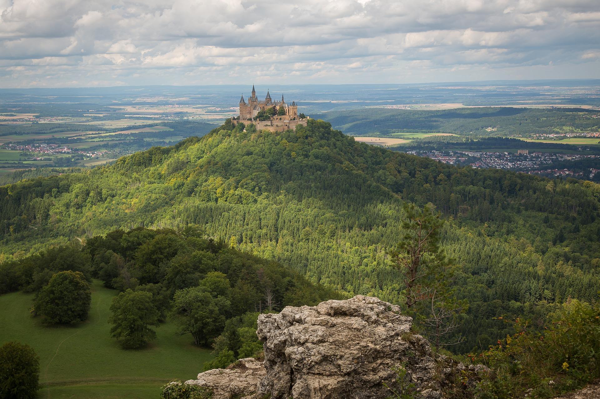 Die schwäbische Alb mit Schloss Hohenzollern