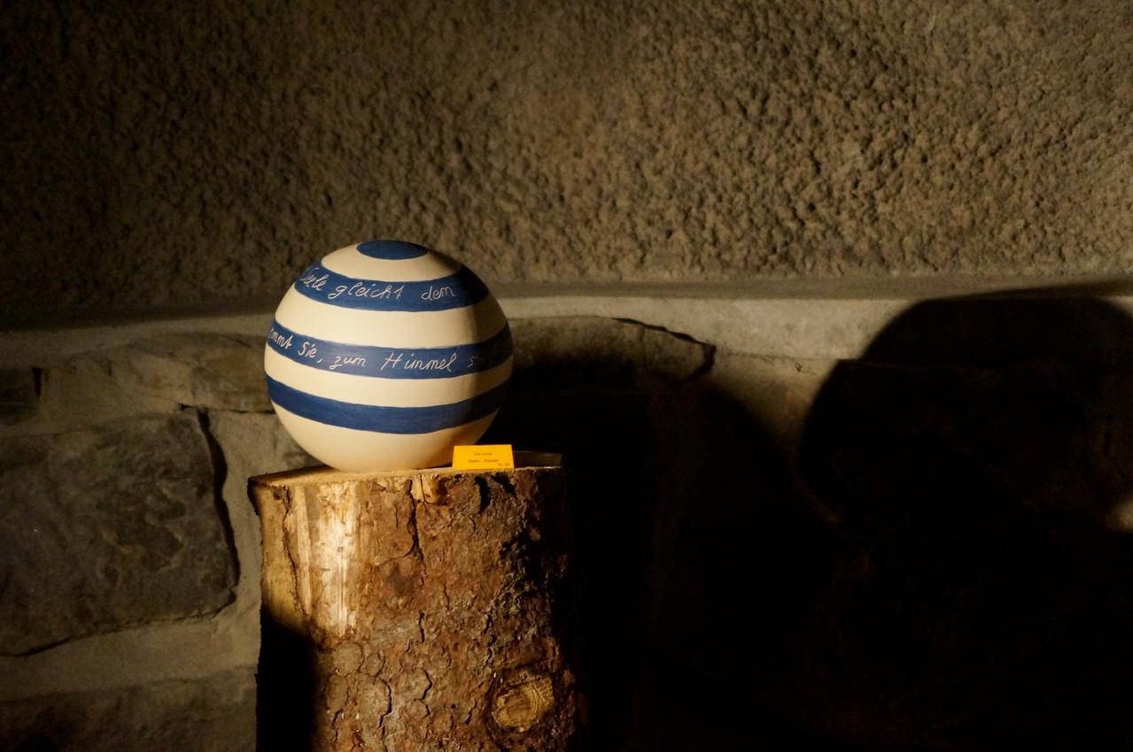 Ton-Urne in Barbara-Grotte, Quellenlicht
