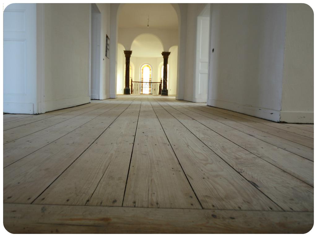Restaurierung hochwertiger Holz-Böden in einem wunderschönen alten Schloss im Rhein-Lahn-Kreis