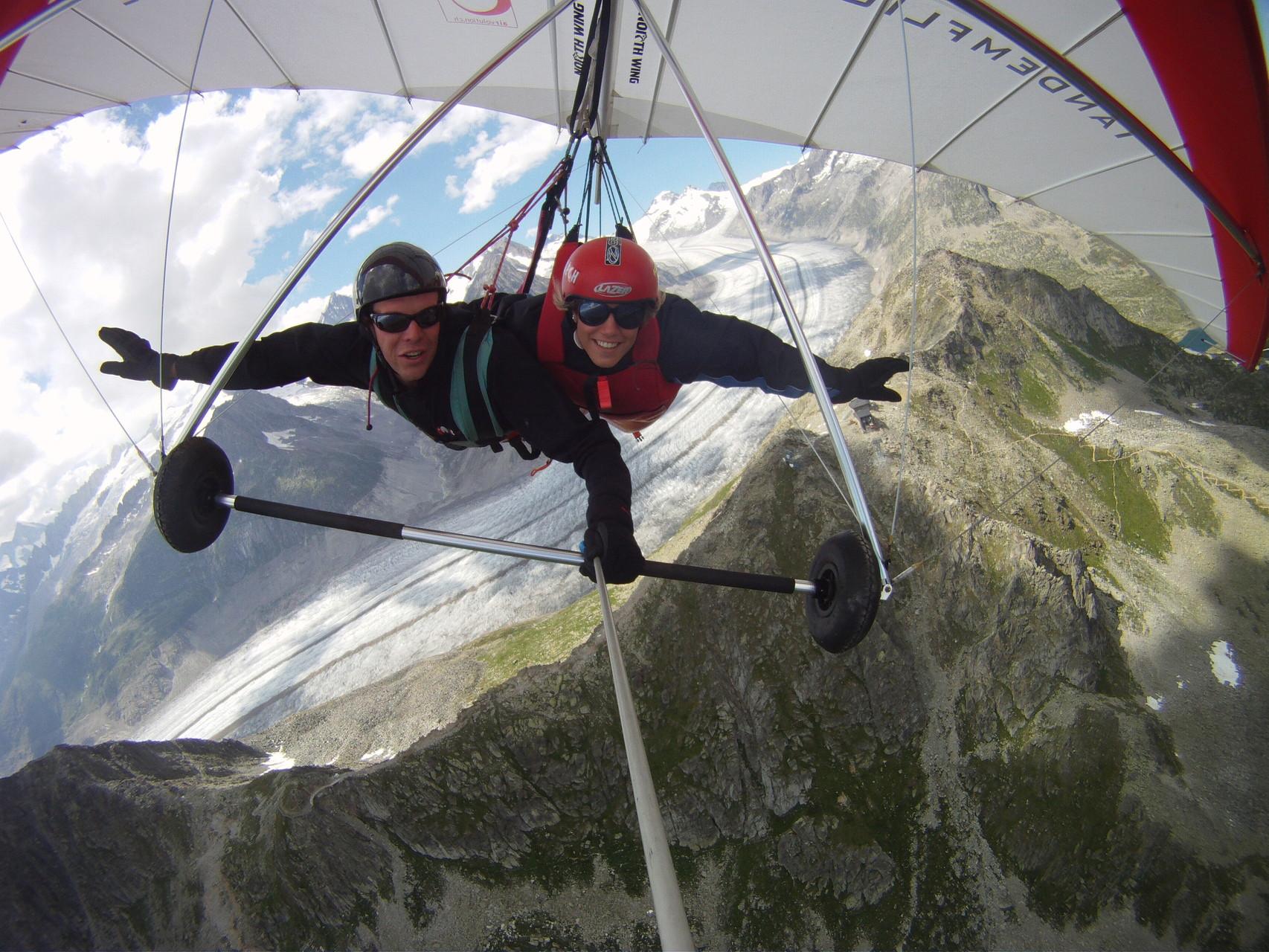 Deltafliegen über dem Aletschgletscher Unesco Weltanaturerbe