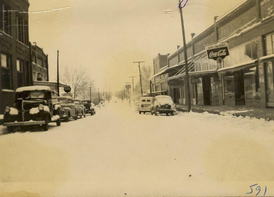 Downtown winter scene in Mt. Vernon, down S. Kaufman St.