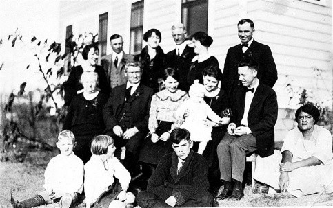 Dr. Fleming's family, 1925 (Photo courtesy of Ed Joyce)