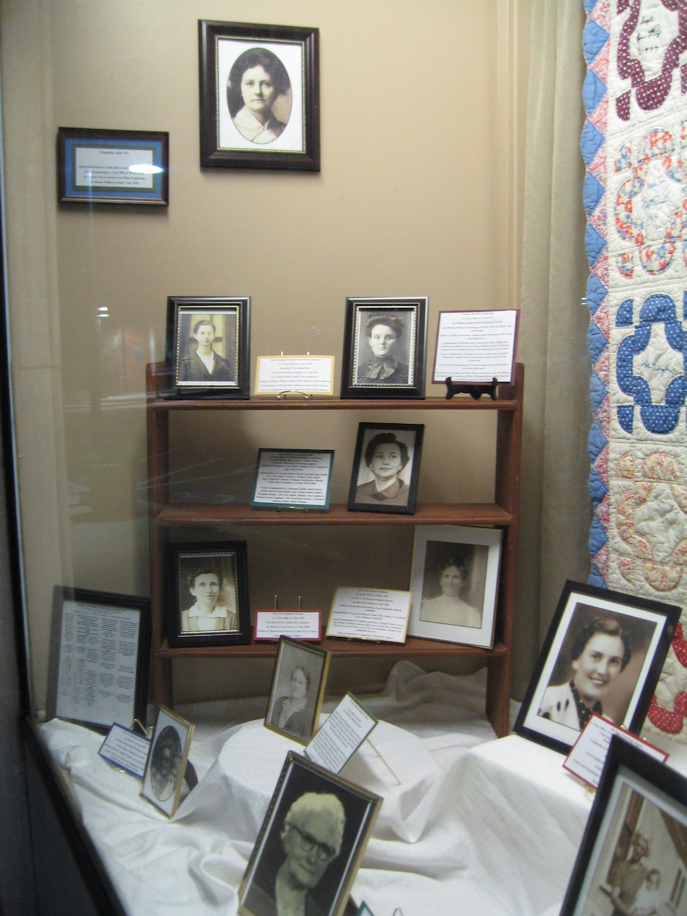 FCGS window display of Kirleen Hiett's 1937 Friendship Quilt and photos, Sept. 2016
