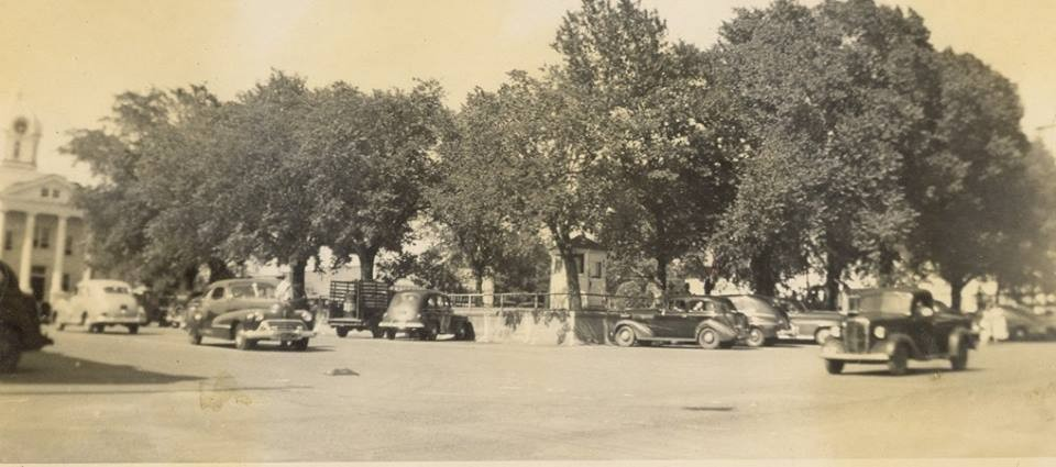 Square in Mt. Vernon, circa late 1940s/early 1950s.