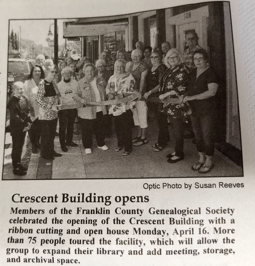 Black-and-white version of the dedication photo, from the Mt. Vernon Optic-Herald, 19 April 2018, p. 10-A